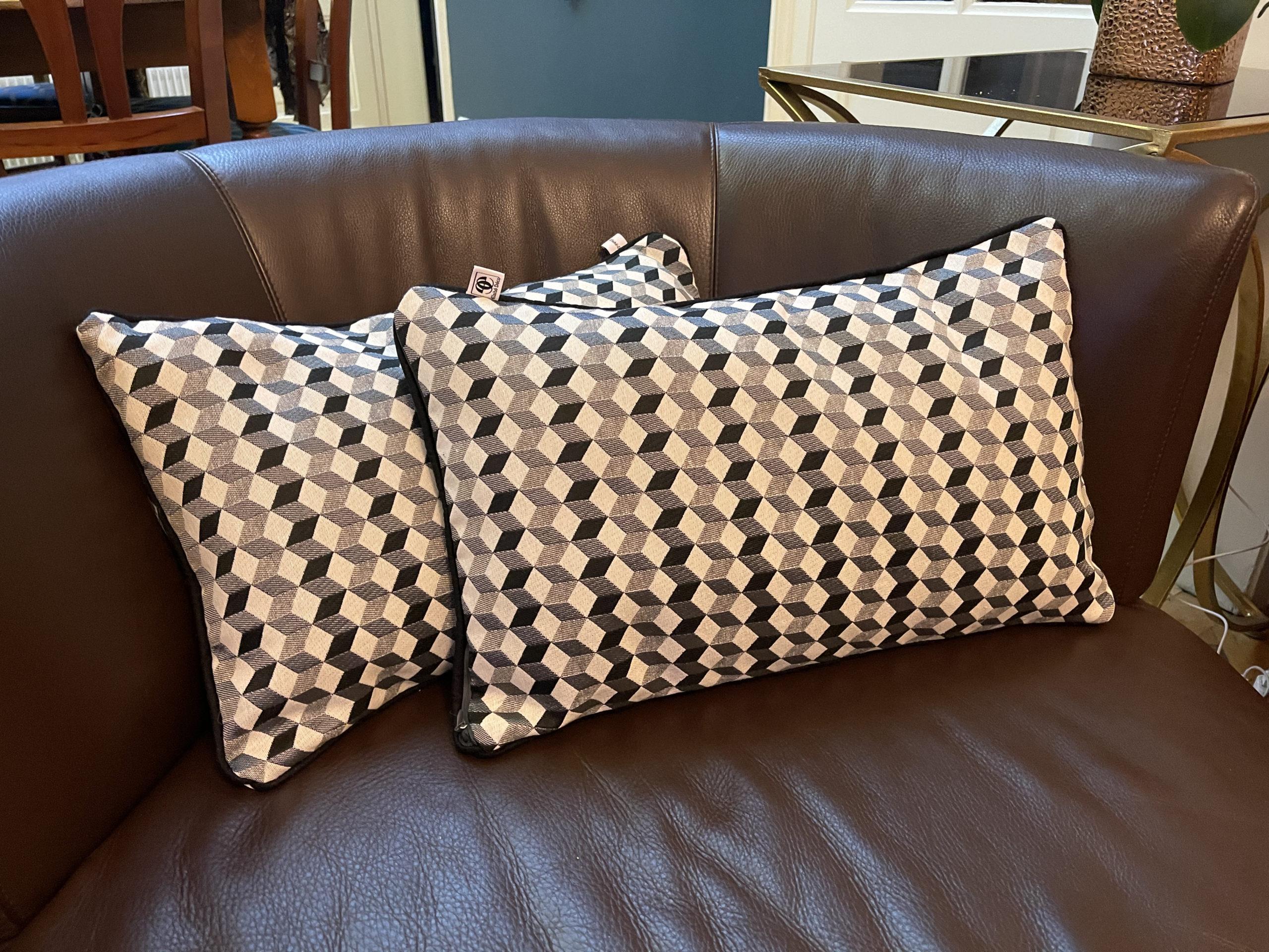 Coussins tissus géométriques noir et blanc - Elahé Déco