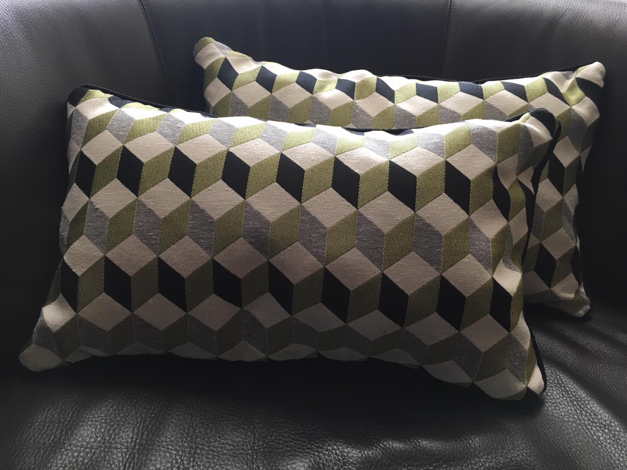 coussin tissus cubique réalisé par Elahe Deco Lille Haut de France